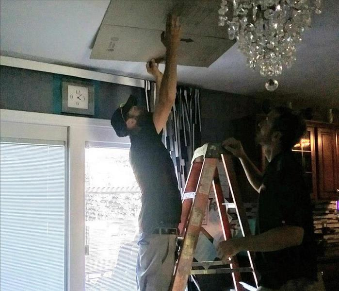 Drying out a water leak in the ceiling Before
