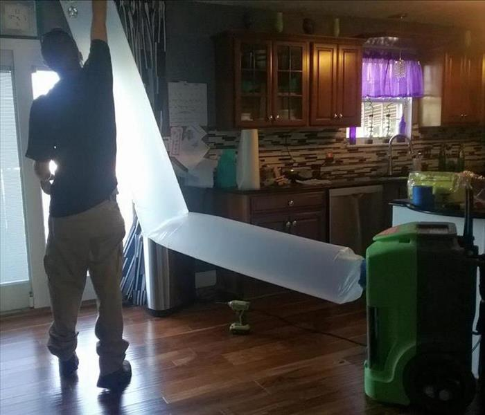 Drying out a water leak in the ceiling After